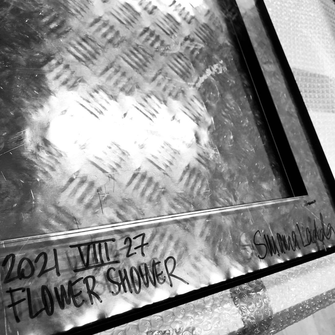 FLOWER SHOWER PAPER OBJEKT PAPPERSOBJEKT ART KONST KUNST PAPIEROBJEKT SUSANNA LADDA ACRYLKUNST DEUTSCHLAND SCHWEDEN